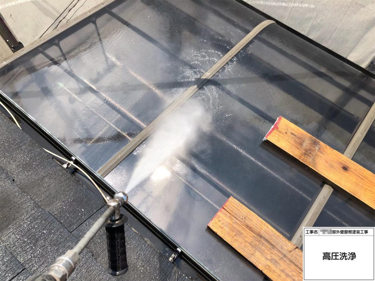 サンルーム屋根パネルの高圧洗浄の画像