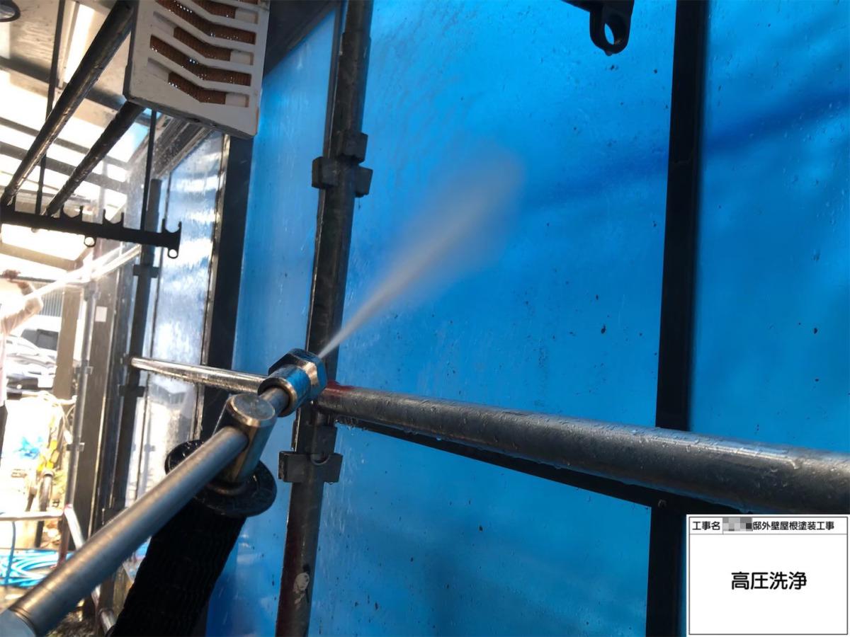 サンルーム壁パネルの高圧洗浄の画像